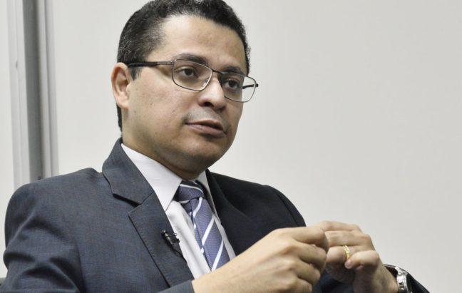 Bolsonaro imita Flávio Dino e Saúde terá investigado pela CGU