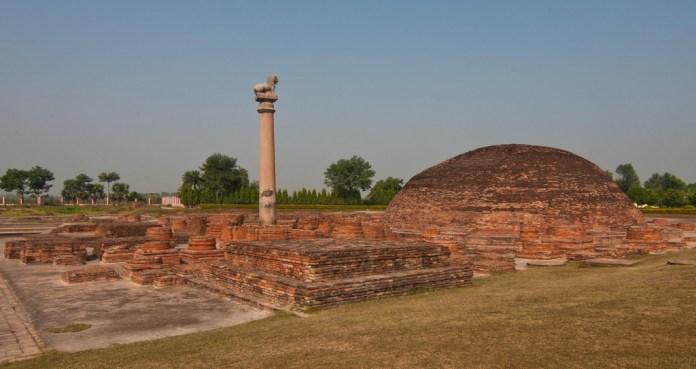 Ananda Stupa, with an Asokan pillar, at Vaishali, the capital city