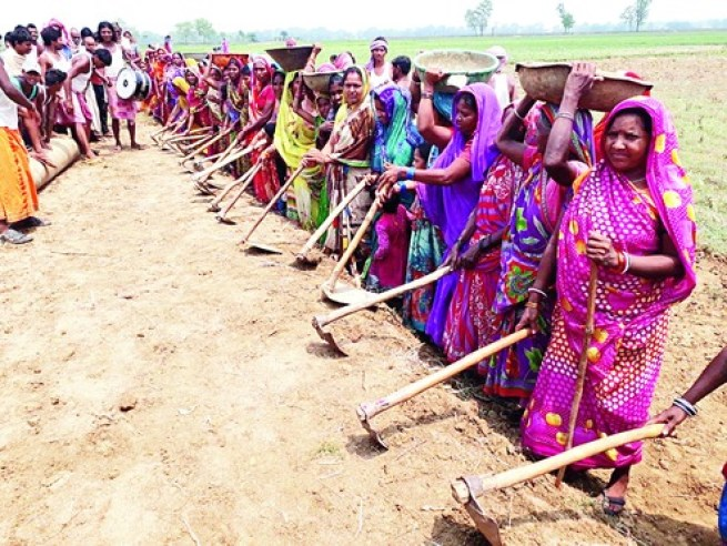 women from banka building road