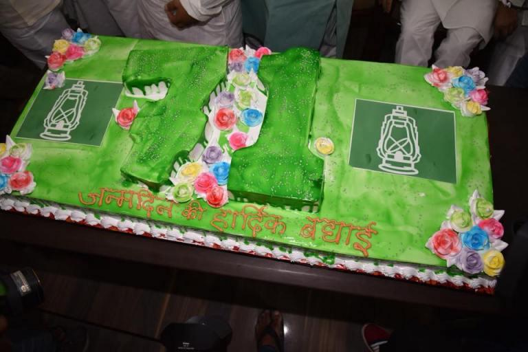 उल्लासपूर्वक मनाया गया लालू प्रसाद का 71वाॅं जन्मदिन