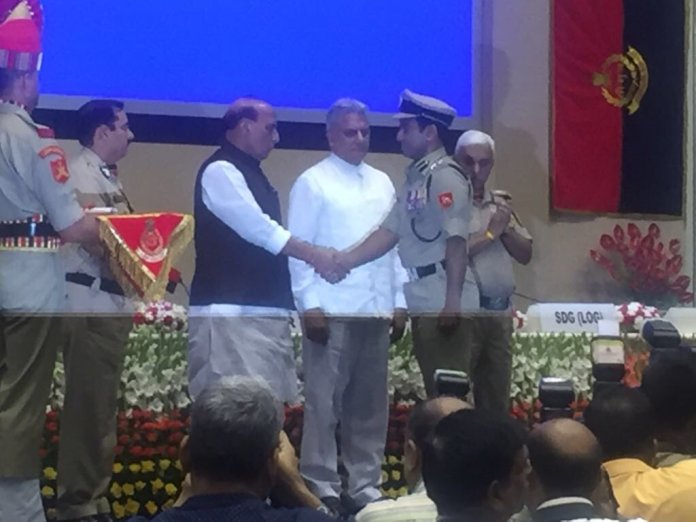 amit lodha receiving Police medal for Gallantry from the Honourable Union Home Minister Shri Rajnath Singh