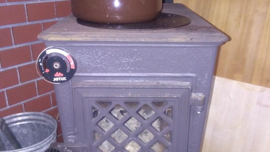 我が家の薪ストーブ事情  薪ストーブの選び方と薪使用量