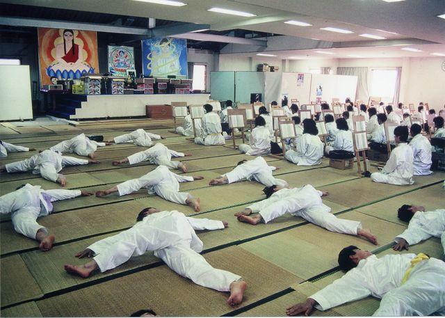 日本の労働や仕事観ってのはカルト宗教に似ている件