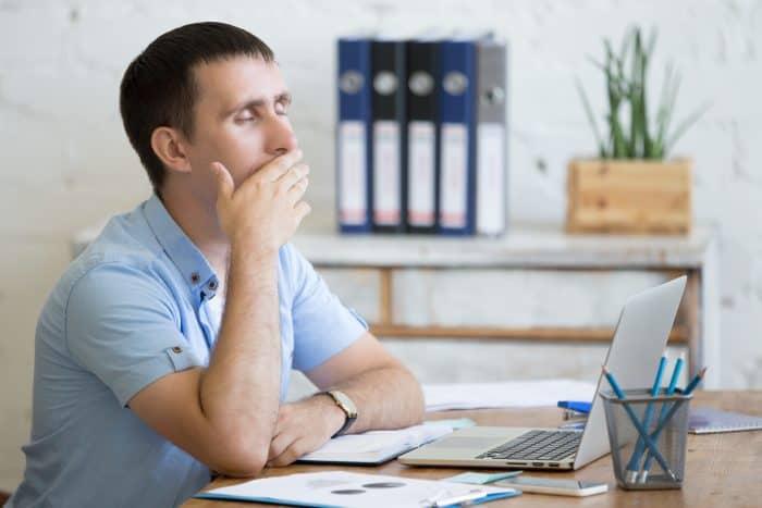 仕事が与えられず干されて社内ニートになったら徹底的に腐るべき!