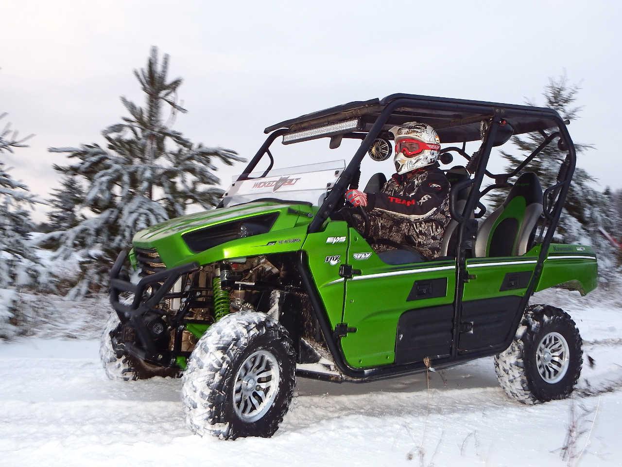 hight resolution of 2014 kawasaki teryx4 green left riding on snow