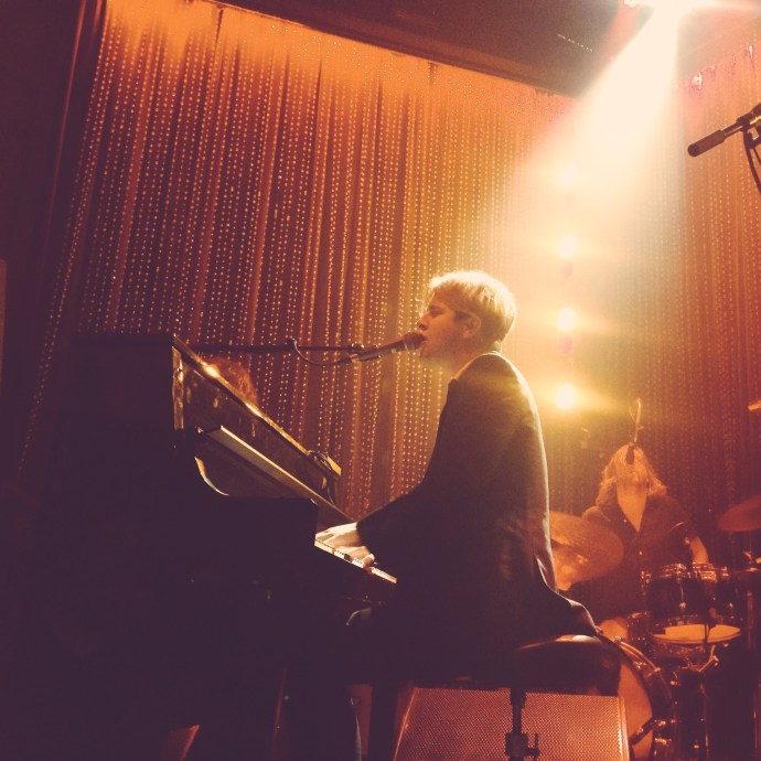Tom Odell at Johnny Brenda's, 3 October 2016 (Instagram: @vivalamaggs)