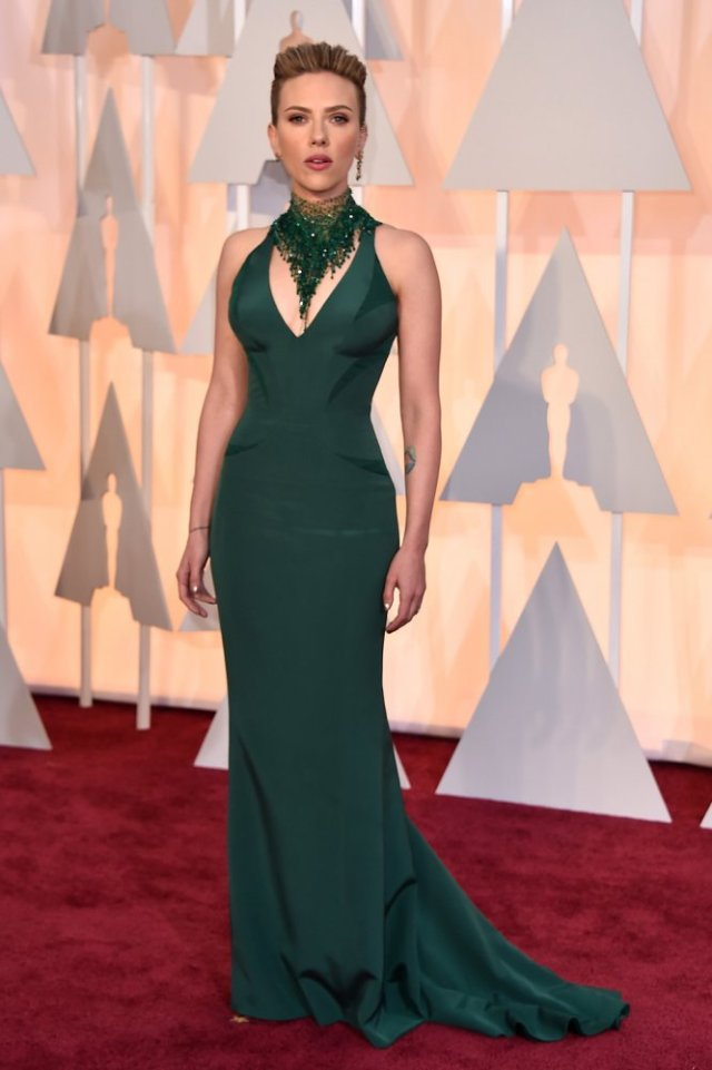 Scarlett Johansson at Oscars in Versace