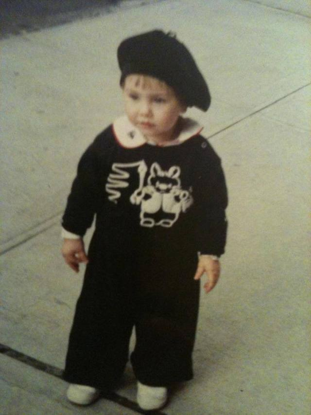 oona in cute outfit