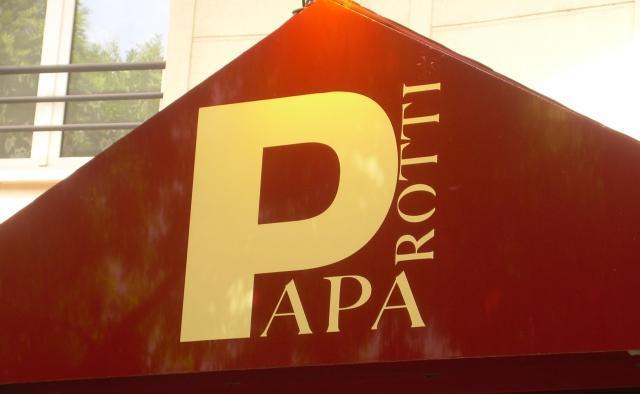 Paris. Papa Roti sign Issye.