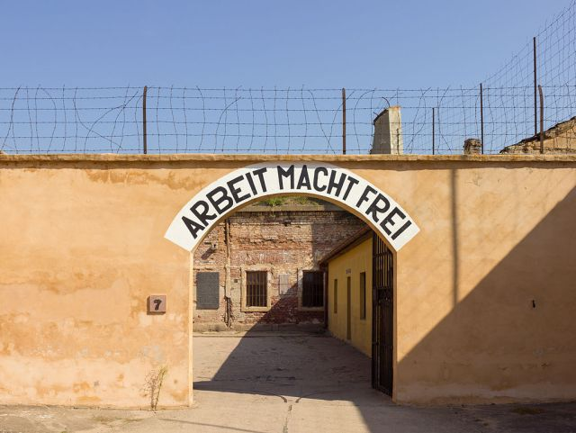 Czech-2013-Terezin-Theresienstadt-Arbeit_macht_frei