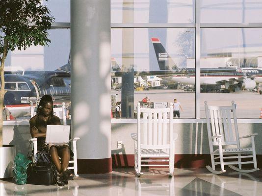 charlotte-douglas-international-airport-rocking-chairs-4_3