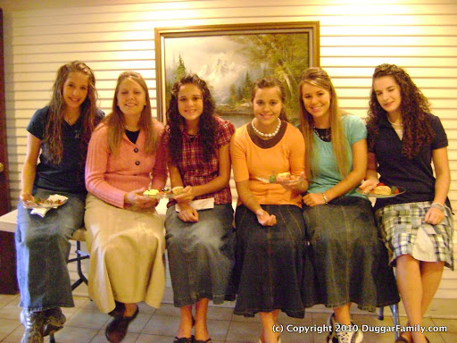 duggar-family-daughters-in-skirts