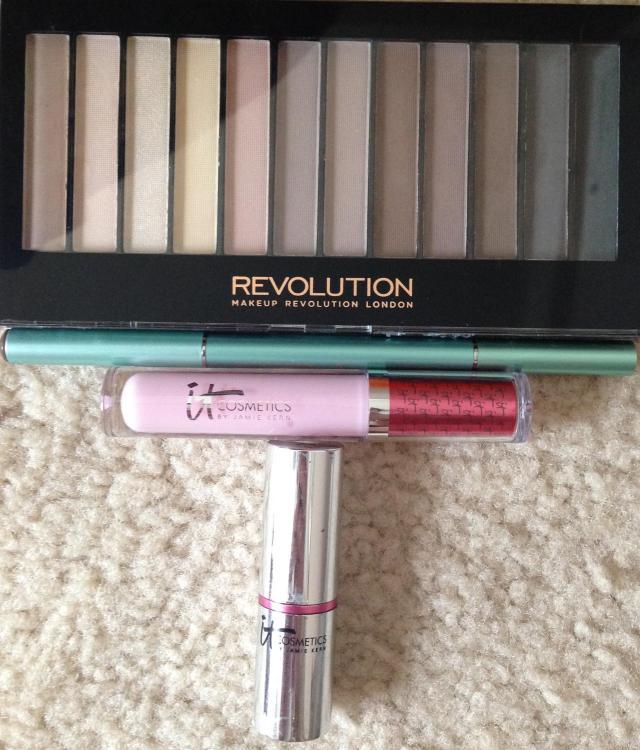 eyeshadow eyebrow pencil lip glosses