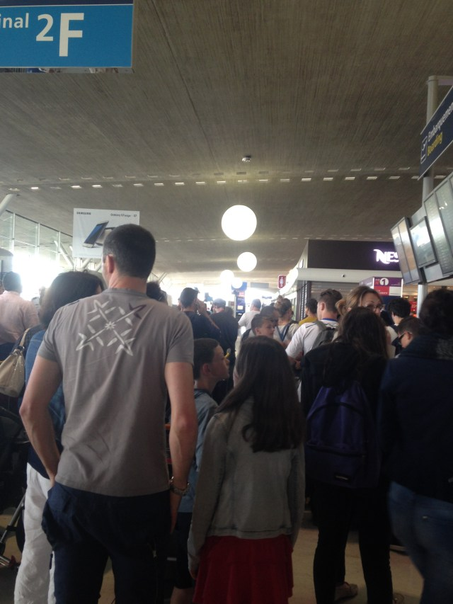 Airport. CDG. Crowd 2