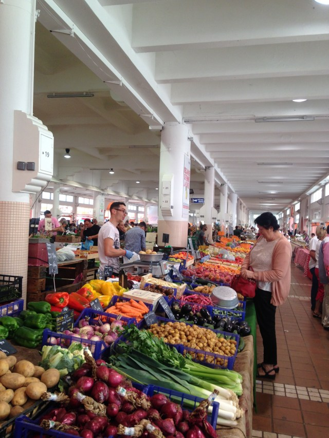 Cannes. Marche forville. Checking out the goods