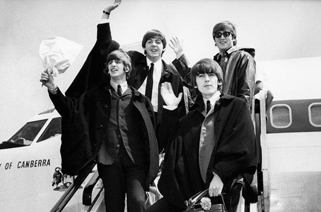 the-beatles-wave-airplane-1964-650