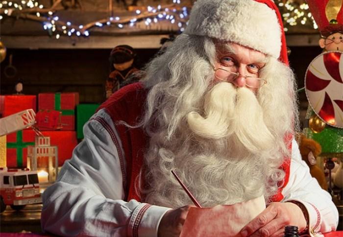 Pourquoi le père Noël est-il habillé en rouge?