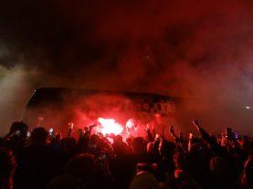 accueil du bus de LFC pour la 1/2 de league cup