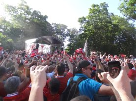 ambiance en fanzone à kiev avec les reds
