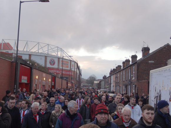 fans de sheffield united quittant le stade