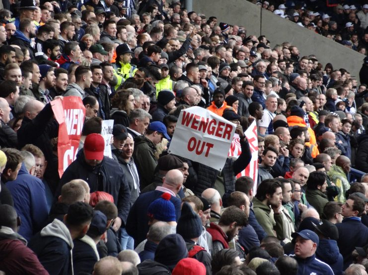 affiche wenger out à wba