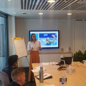 Keesja Gofers doing a corporate presentation