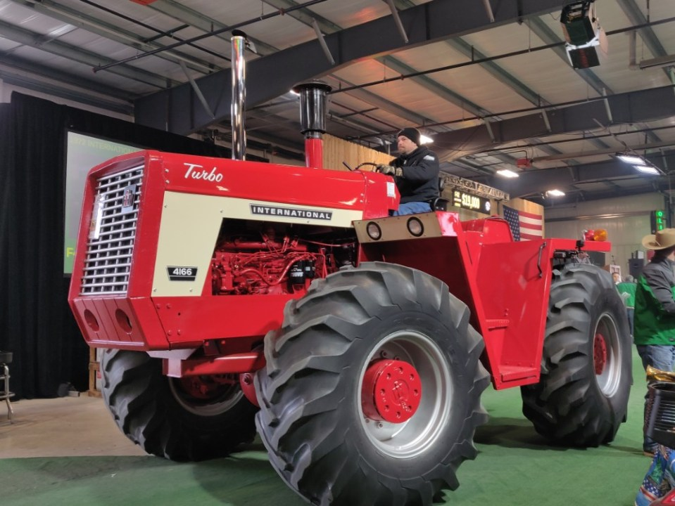 1972 International Harvester 4166 - Mecum Gone Farmin' Fall Premier 2019
