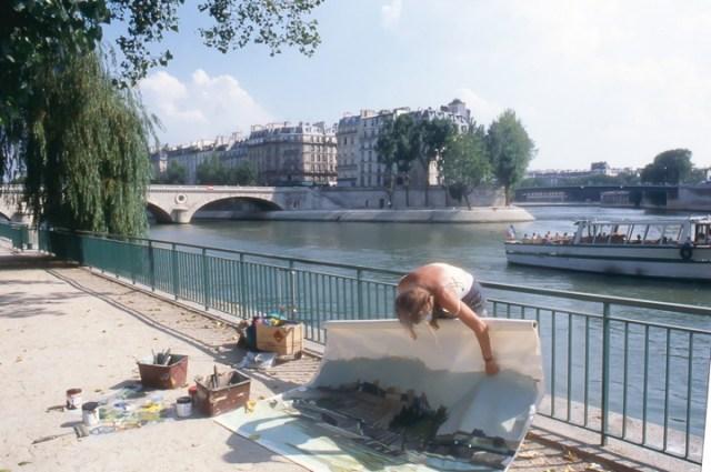 Michelle-Auboiron-peint-in-situ-les-Ponts-de-Paris-Photo-Anne-Sarter-17