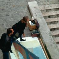 Michelle-Auboiron-peint-in-situ-les-Ponts-de-Paris-Photo-Anne-Sarter-5 thumbnail