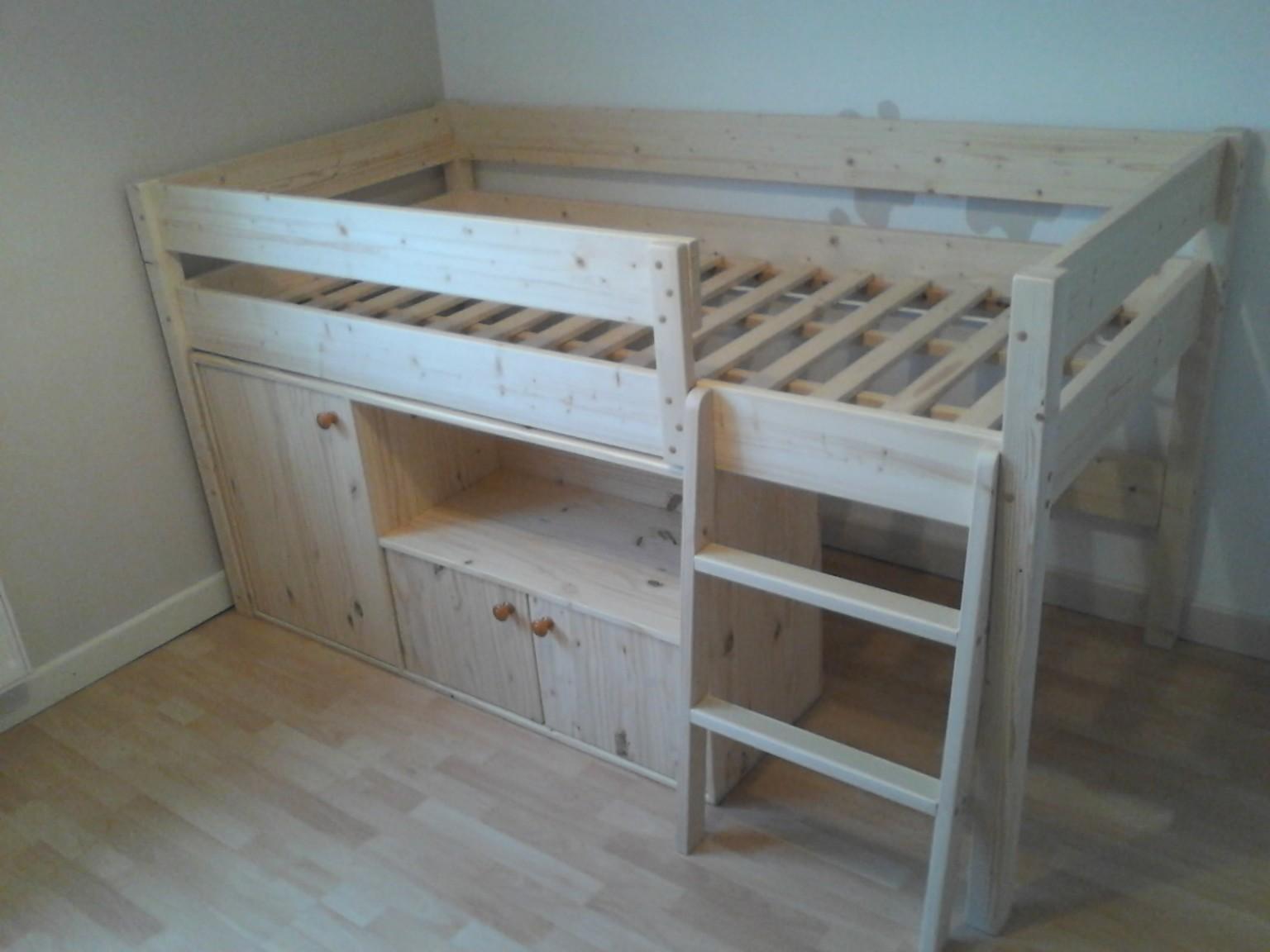 lit d enfant avec rangements au bois