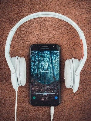 headphones, cellphone, playlist