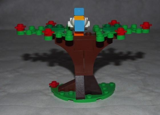 Set LEGO 40236 Pique-nique romantique de la Saint-Valentin-arbre 4