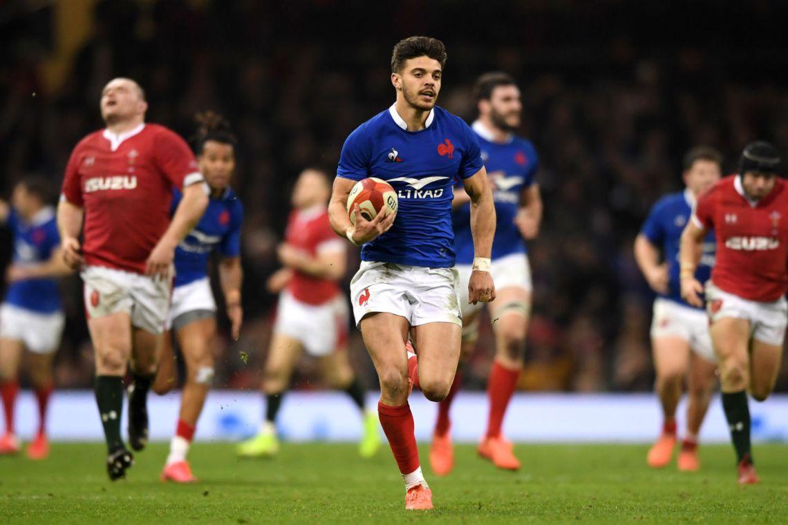 XV de France : victorieuse au Pays de Galles, les Bleus de l'ouvreur Romain Ntamack ne sont plus qu'à deux marches d'un étonnant Grand Chelem