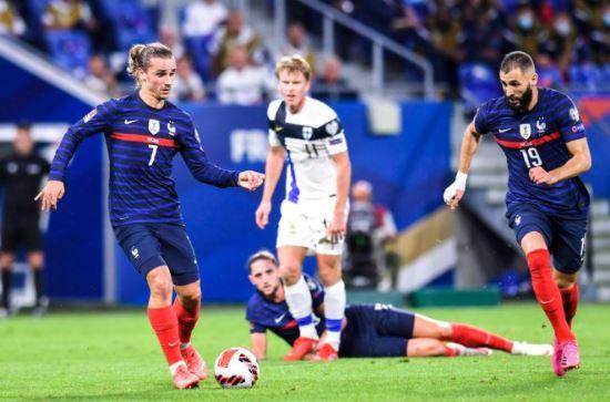 Griezmann et Benzema assurent, les Bleus se rassurent