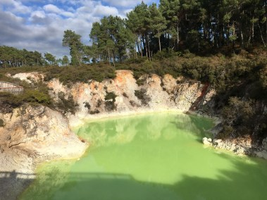 Green Lake - Devil's Path Wai O Tapu