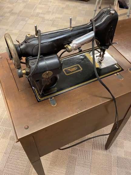 Vintage New Home Sewing Machine : vintage, sewing, machine, Vintage, Sewing, Bartkus, Auctioneers