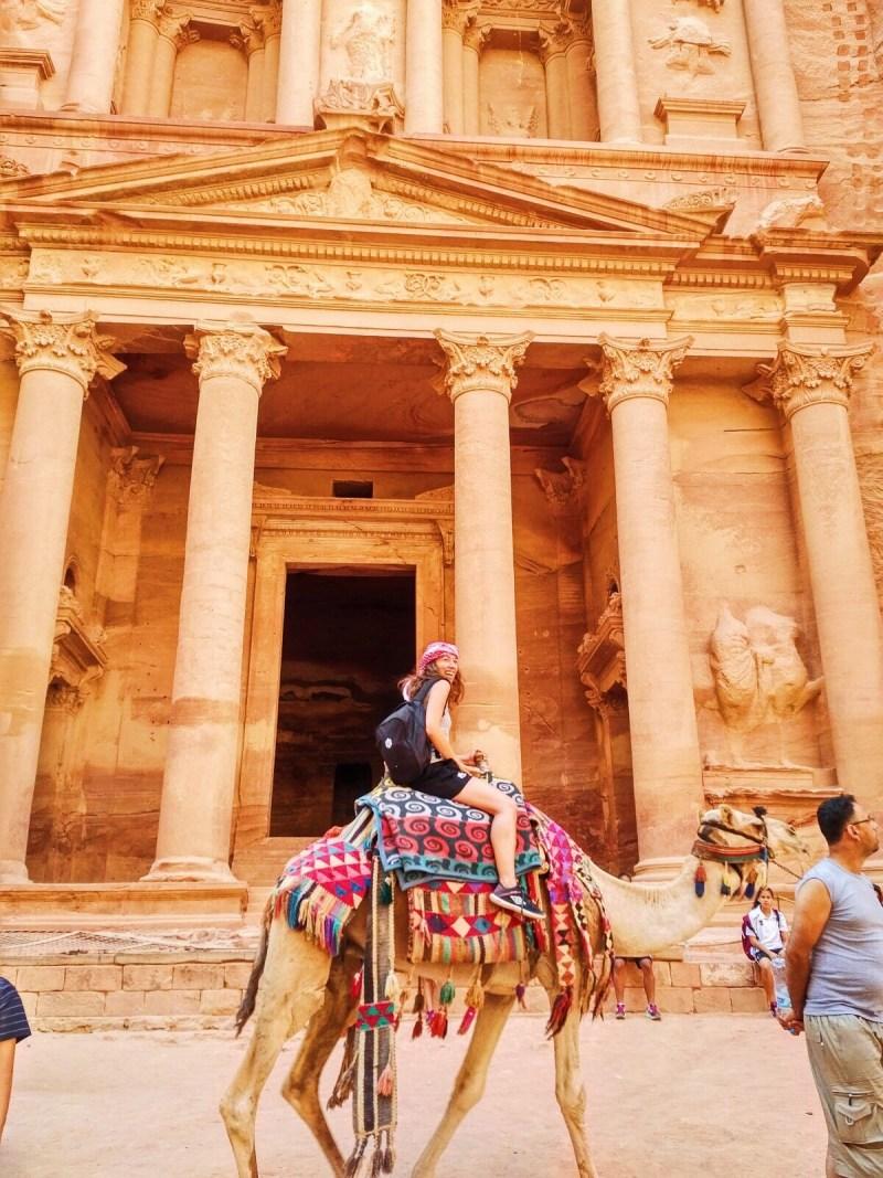 Pétra à dos de chameau