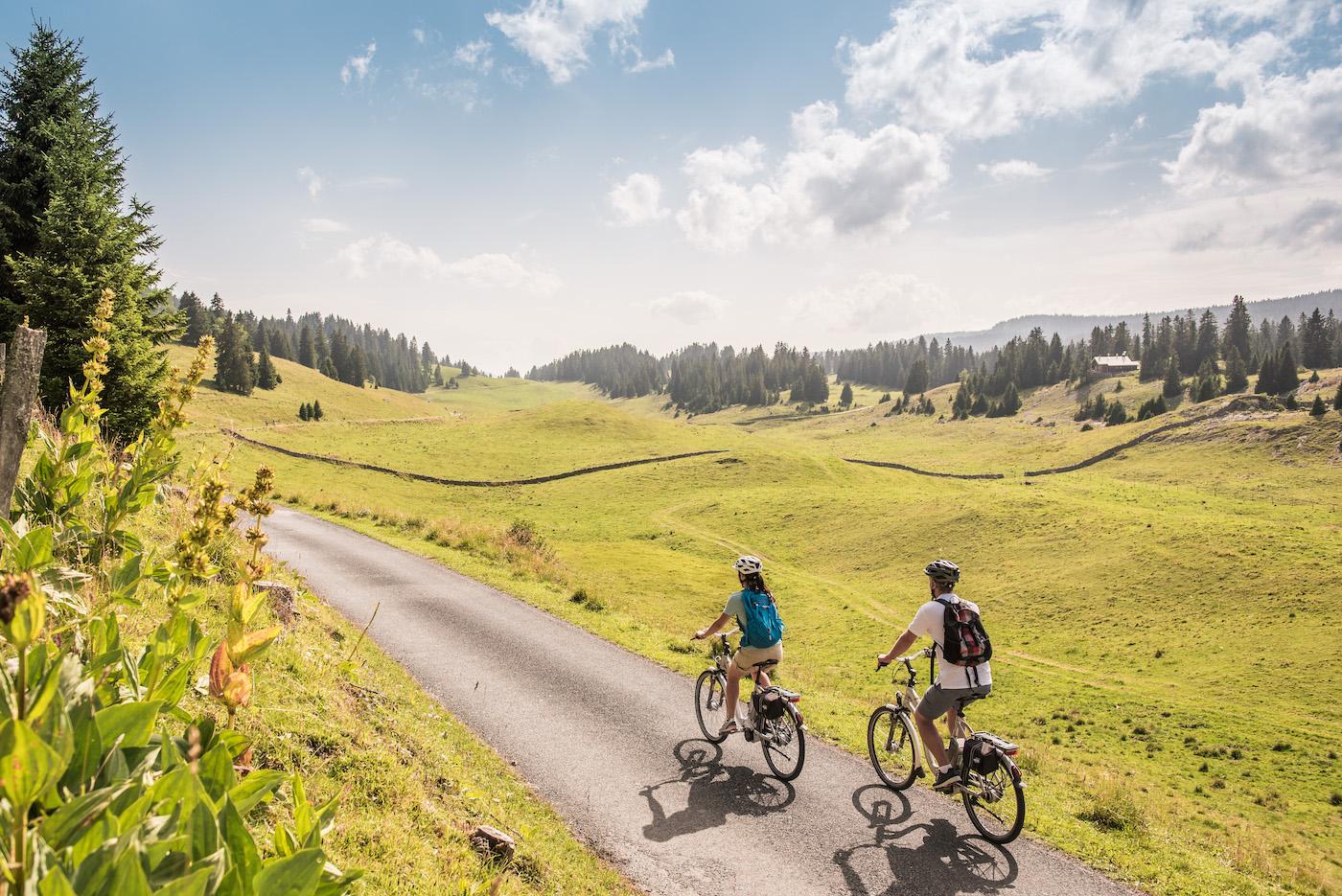 La «Route du cœur» de Suisse Tourisme est particulièrement adaptée aux adeptes du vélo électrique. (Suisse Tourisme)