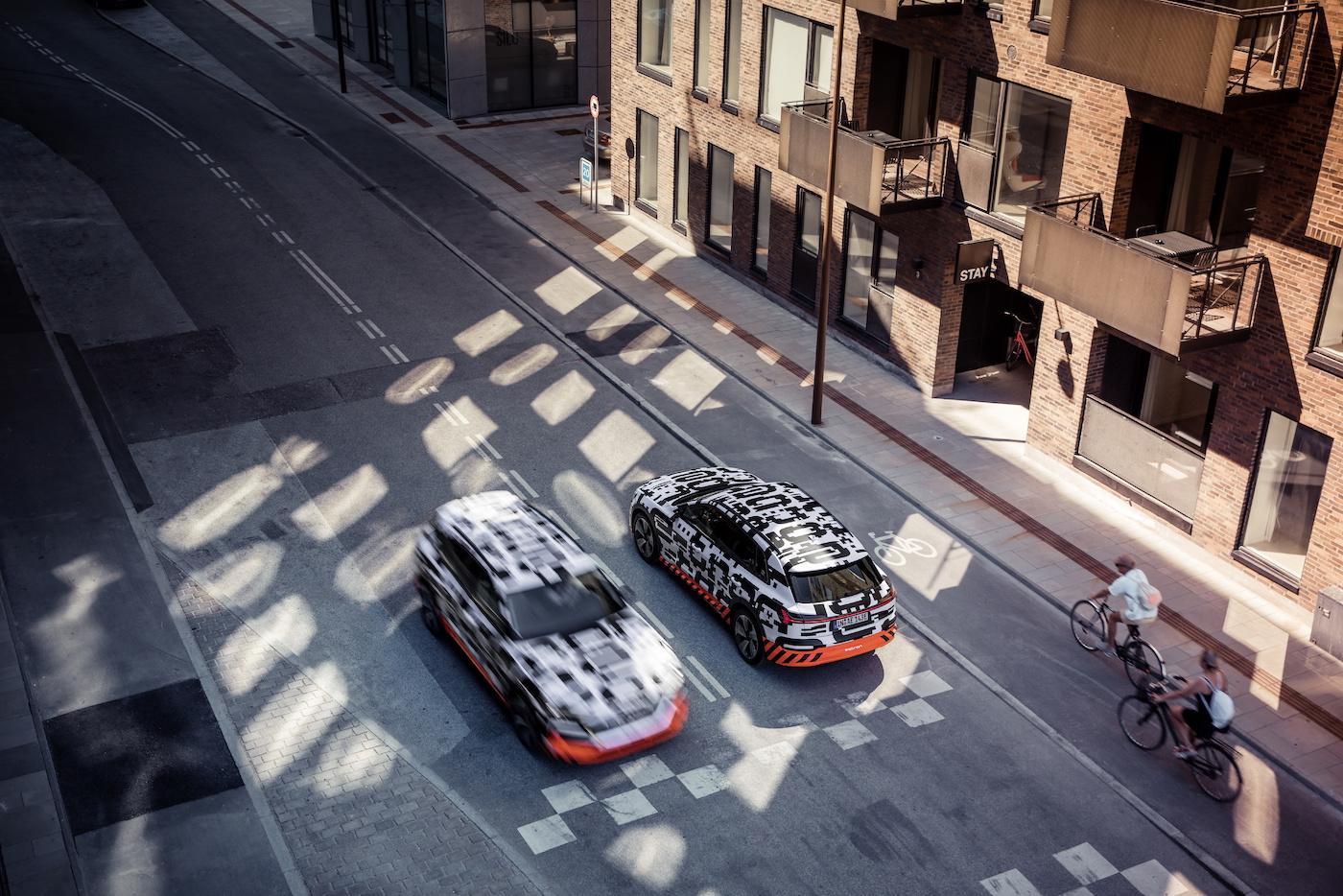 Deux prototypes e-tron dans les rues de Copenhague. (Audi)