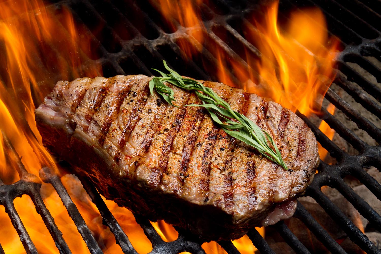 Auch da steckt viel Energie drin: Dieses Rib-Eye-Steak hat 19-mal so viele Treibhausgase verursacht wie gleich viel Gemüse aus der Region. (Getty Images)