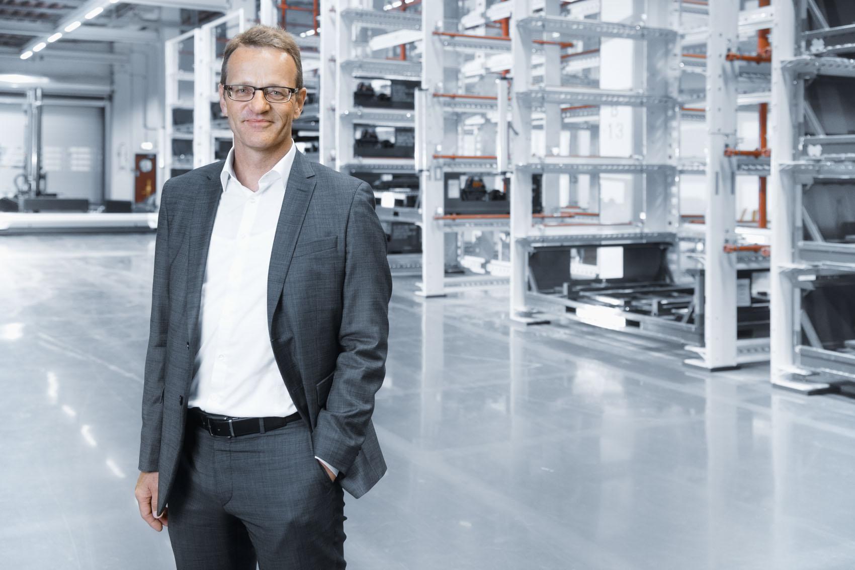 Il Capo di progetto Bertram Günter e il suo team hanno ridisegnato completamente la produzione dell'Audi e-tron. (Stefan Warter)