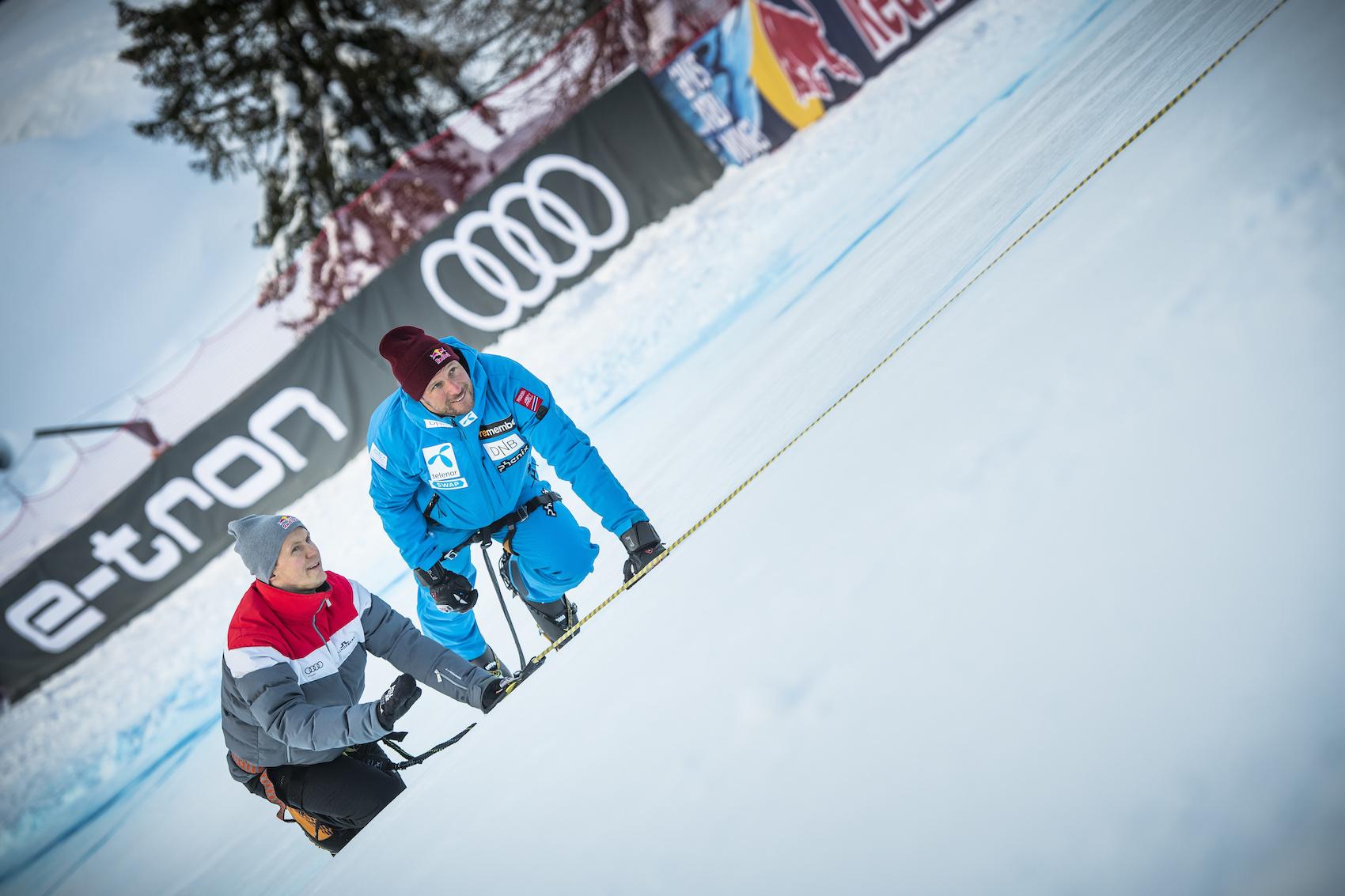 Le champion de DTM Mattias Ekström (40 ans, à gauche) et la vedette de ski Aksel Lund Svindal (36 ans) sur le tracé. (Photo: AUDI)