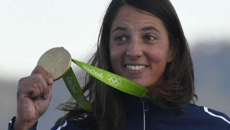 charline-picon-et-sa-medaille-d-or_4038432_800x400