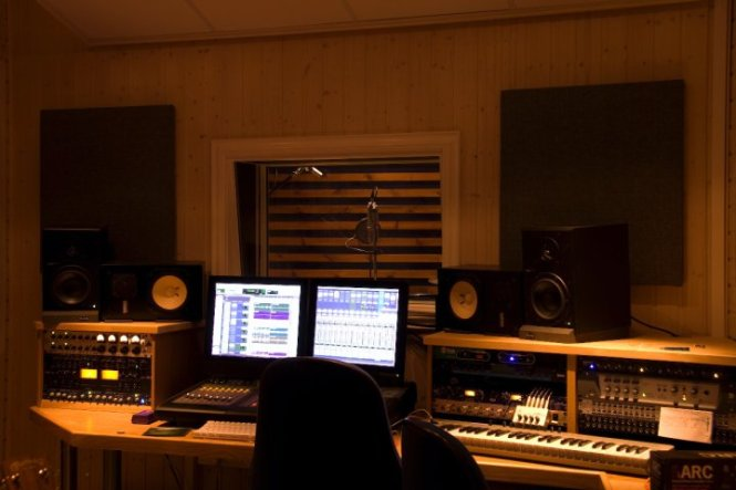 Building A Home Recording Studio For Under 1 000 Audio Issues. Bedroom Music Studio Equipment   Bedroom Style Ideas