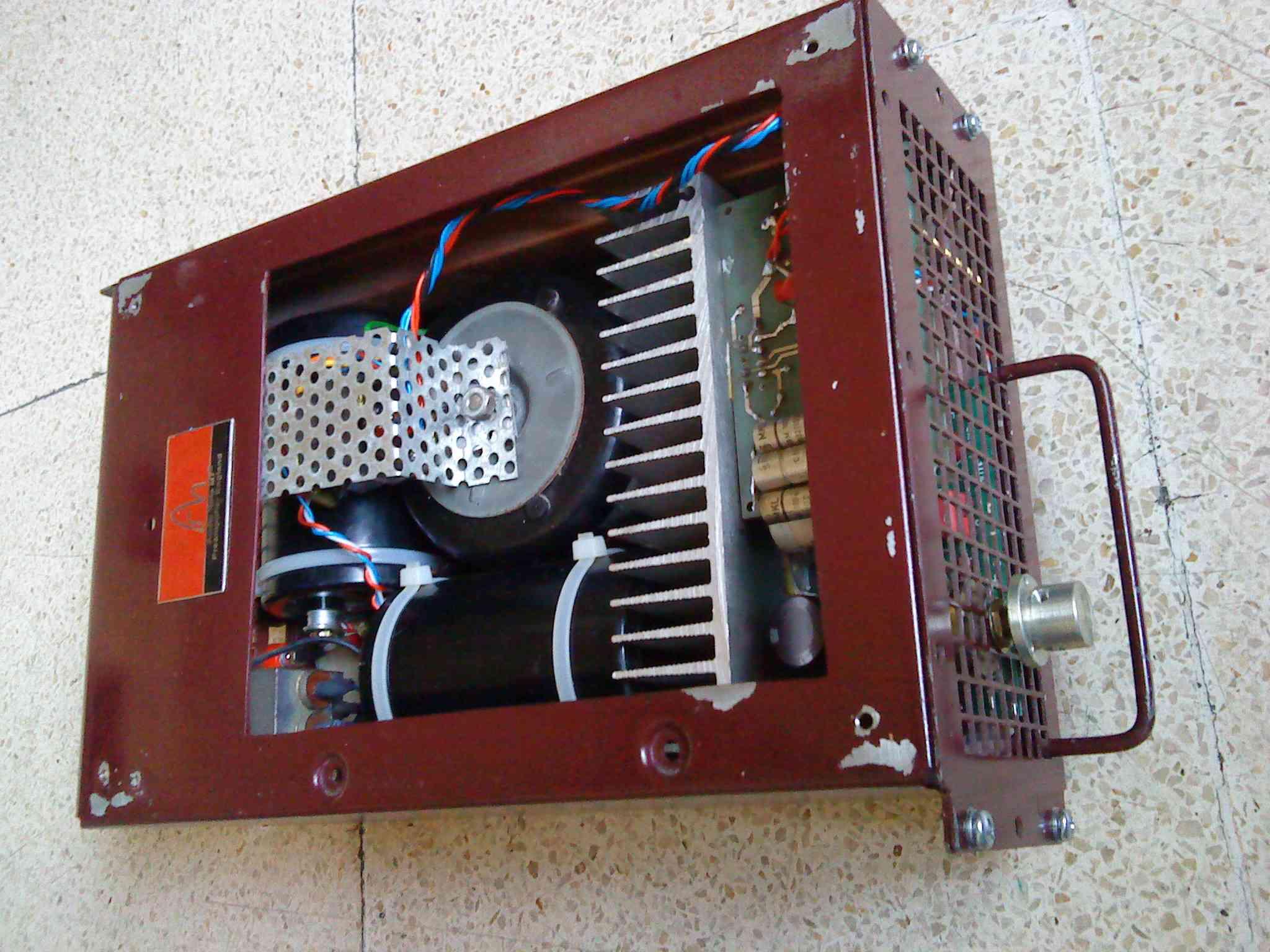 The Redbox dengan cover terbuka