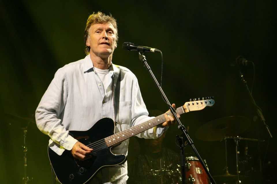 Steve Winwood, presumingly playing Higher Love