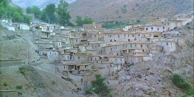 """Vista del pueblo de """"El Viento nos Llevará"""""""
