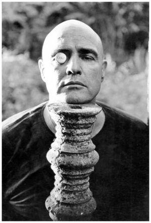 Marlon Brando es el Coronel Kurtz en Apocalypse Now