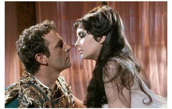 """Elizabeth Taylor y Richard Burton en """"Cleopatra"""" (1963)"""
