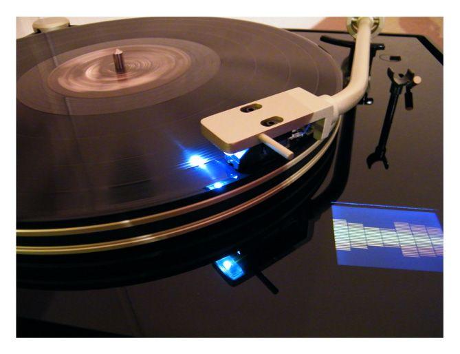 Iluminación en la aguja ayuda a seleccionar el corte o iniciar el disco